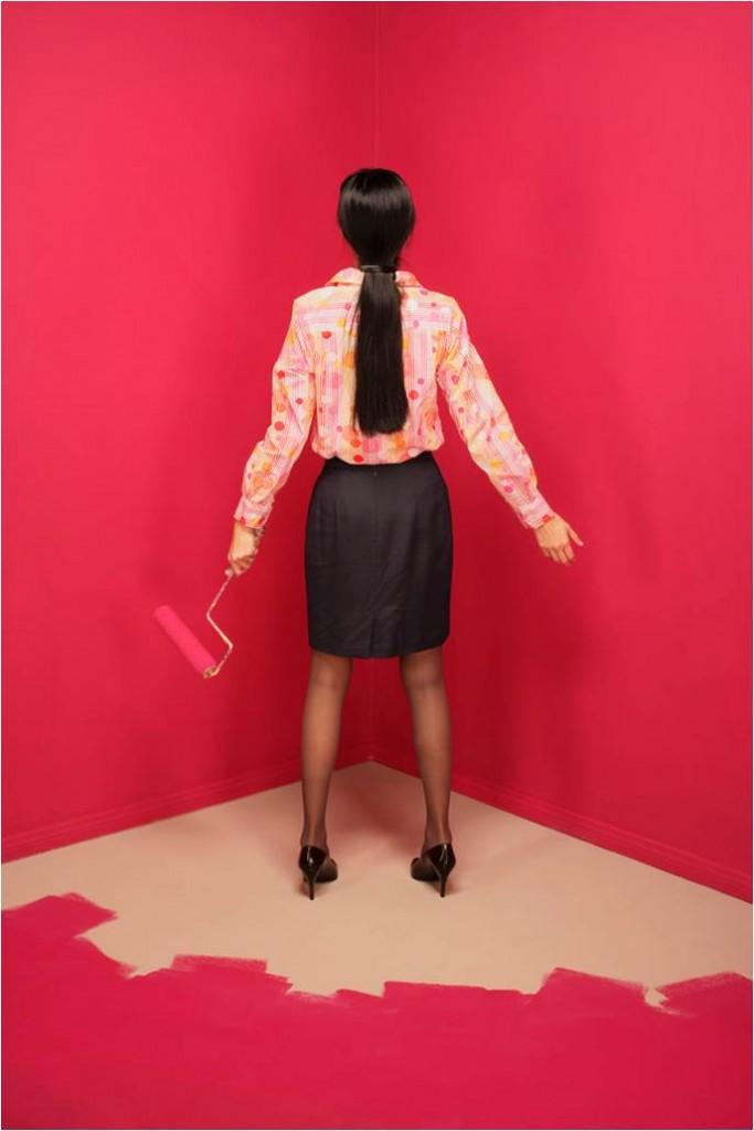 woman-paint-against-corner