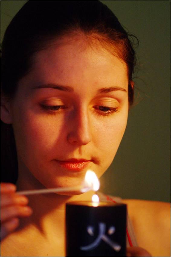woman-lightcandle